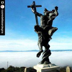 by http://ift.tt/1OJSkeg - Sardegna turismo by italylandscape.com #traveloffers #holiday | Affascinante scenario dal Monte Ortobene. #Repost @cuoredellasardegna with @repostapp  #cuoredellasardegna #atenedellasardegna #dafareanuoro #nuoro #distrettoculturaledelnuorese #storia #cultura #natura #redentore #ortobene  Nuoro avvolta dalla nebbia. Lo spettacolo dal monte Ortobene è straordinario. Questa splendida foto è stata realizzata per @lanuovasardegna dal fotografo Massimo Locci @masslocci…