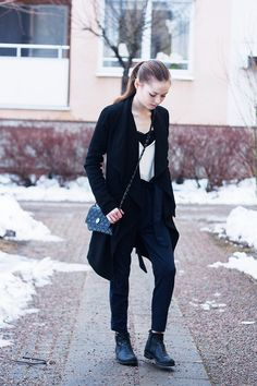 http://nouw.com/bellss   #outfit #fashion #streetstyle #trenchcoat #navy #blue #pants #winter