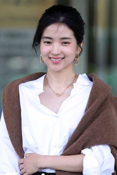 [김태리] 흰색이 자신의 베스트 컬러라는 김태리 - Soul Lounge - 소울드레서 (SoulDresser) Korea Fashion, Daily Fashion, Spring Fashion, Girl Fashion, Autumn Fashion, Fashion Outfits, Korean Beauty, Asian Beauty, Very Pretty Girl