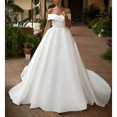 White strapless wedding dress floor lengthwedding dress from handmade wedding dresses Simple Bridal Dresses, Handmade Wedding Dresses, Sexy Wedding Dresses, Elegant Wedding Dress, Bridal Gowns, Wedding Gowns, Elegant Bride, Bride Dresses, Wedding Venues
