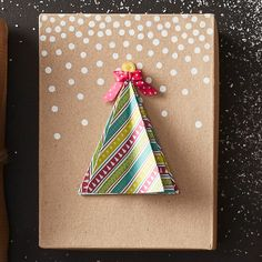 How to Make a Christmas Origami Gift Box #christmas #origami #tree #gift #box #diy #tutorial #papercraft #craft #project #tutorial #mache