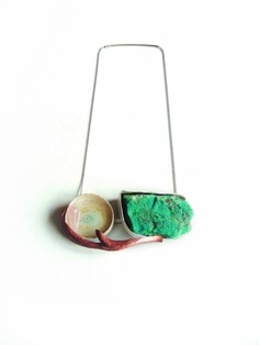 NEVIN ARIG -TURKEY/BE-   Necklace: Un peu de Brésil Silver, copper, pink quarzt , calcedony,cuprite, epoxy http://www.nevinarig.com/