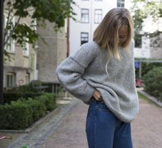 The sweater you want to wear every day. Knitwear, How To Make, How To Wear, Turtle Neck, Pullover, Sweaters, Inspiration, Knitting Ideas, Oslo