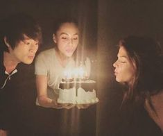 Marie Avgeropoulos's birthday with Lindsey Morgan and Chris Larkin The 100 Cast, The 100 Show, It Cast, Chris Larkin, Christopher Larkin, Best Tv Shows, Favorite Tv Shows, Avgeropoulos Marie, Lindsey Morgan