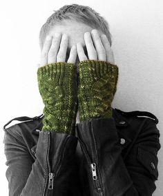 Ravelry: TWISTED wristers pattern by Alexandra Brinck - Free pattern