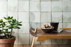 Marianne Smink, founder of this artisanal tile brand has once again brought her Dutch influence to her screen printed tiles Tile Countertops, Handmade Tiles, Art Techniques, Kitchen Interior, Wall Tiles, All Things, Screen Printing, Tile Floor, Planter Pots