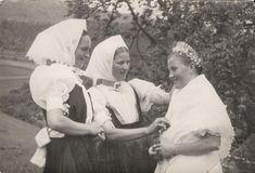 Folk Costume, Pride, Embroidery, Scandinavian, Pray, Pictures, Fotografia, Needlepoint, Crewel Embroidery