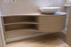 Oltre 1000 idee su bagno di rovere su pinterest armadietti da bagno mobili da bagno e bagno legno - Mobile bagno stondato ...