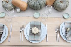 Simple & beautiful Thanksgiving table ideas
