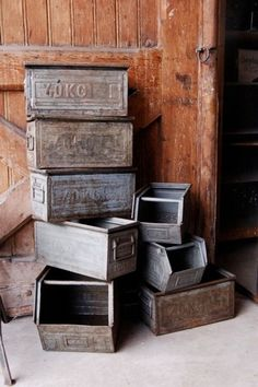 Vintage wood and metal boxes Industrial House, Industrial Chic, Industrial Furniture, Vintage Industrial, Vintage Wood, Metal Bins, Galvanized Metal, Dream Home Design, Vintage Labels