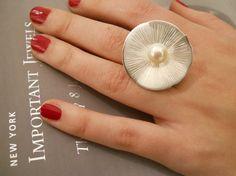 Anello NINFEA in argento 925 e perla di calcagninigioielli su Etsy, $108.00