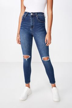 Cropped length that sits above the ankle. Girls Ripped Jeans, Cute Jeans, Ripped Skinny Jeans, High Jeans, Womens Skinny Jeans, Cheap Ripped Jeans, Teen Jeans, High Wasted Jeans, Boyfriend Jeans