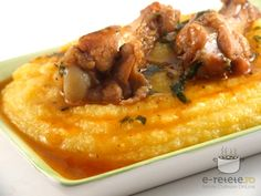 Chicken in garlic sauce with polenta - Pui in sos de usturoi cu mamaliguta Diet Recipes, Chicken Recipes, Cooking Recipes, Recipies, Polenta, My Favorite Food, Favorite Recipes, Lithuanian Recipes, Romanian Food