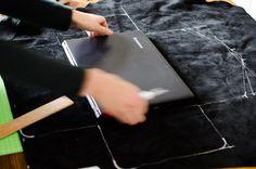 Leder-Hülle für den Laptop vermessen und anzeichnen