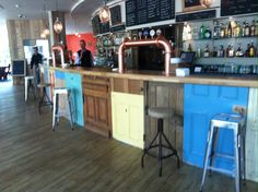 Moot bar
