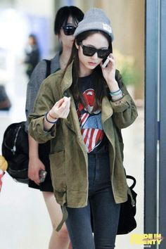 Krystal Jung 크리스탈 Love the sunnies and beanie!