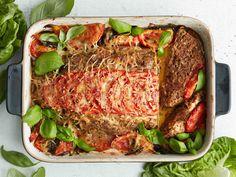 Sipulikeitolla maustettu, tomaateilla ja juustolla kruunattu mureke on helppo valmistaa.