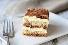Tiramisu means 'pick me up' in Italian, which is in reference to its delicious coffee flavour. This quick dessert recipe takes almost no time to prepare. Make this tiramisu recipe the day before and you'll have the perfect no-stress dessert for your nex Kraft Recipes, Quick Dessert Recipes, No Bake Desserts, Easy Desserts, Sweet Recipes, Cake Recipes, Kraft Foods, Easy Tiramisu Recipe, Tiramisu Trifle