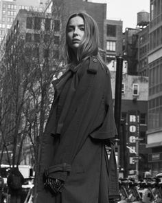 Black And White Photo Wall, Black And White Pictures, Film Photography, Fashion Photography, Jodie Comer, Straight Guys, Actor Model, Aesthetic Beauty, Look