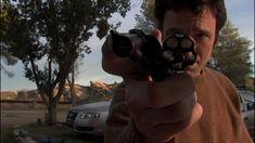 """The Man from Earth (2007)  Richard Schenkman'ın yönetmen koltuğunda oturduğu Dünyalı, bütçesinin düşüklüğüne aldırmadan ses getirmeyi başarmış bir film. Yaşlanmadığı için her 10 yılda bir şehir değiştirmek zorunda kalan bir adamın yaşadığı eve ve yakın çevresine verdiği veda partisini konu alıyor. Tek mekânda geçen film listelerinde, her daim üstlerde yer almayı başaran yapım, leziz diyalog ve sorgularıyla bilinen tarihe biinmeyen yanıtlar verirken, izleyiciye """"acaba"""" dedirtmeyi başarıyor."""