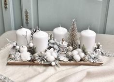 Christmas Advent Wreath, Christmas Plaques, Christmas Candle Decorations, Christmas Tabletop, Christmas Candle Holders, Candle Arrangements, Christmas Floral Arrangements, Diy Wedding Gifts, Deco Table