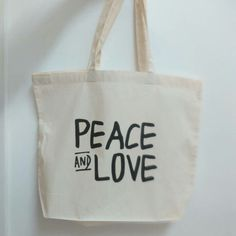 I love the hand style lettering on this. I think it looks best on the maxi totes. This order is spot on!