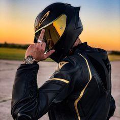 Black Motorcycle Helmet, Motorbike Girl, Moto Car, Moto Bike, Justice League Comics, Lux Cars, Motocross Bikes, Bike Rider, Super Bikes