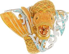 Van Cleef & Arpels Carpe Koï high jewellery watch is a unique piece set with 8,000 magnificent coloured stones requiring 3,450 hours of work and features yellow sapphires and spessartite garnets set into the yellow gold scales. The lively spray of water is recreated with diamonds and Paraiba-like tourmalines. Source : @thejewelleryed @vancleefarpels