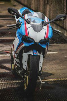 Ducati 899 Panigale Martini Moto Ducati, Ducati Motorcycles, Moto Bike, Custom Sport Bikes, Martini Racing, Japanese Motorcycle, Custom Cafe Racer, Sportbikes, Bike Design