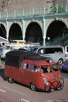 Interesting front bumper rack and light on the roof. double cab by zombikombi1959, via Flickr