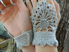 steampunk fingerless gloves: more crochet ideas - crafts ideas - crafts for kids Crochet Mittens, Crochet Gloves, Knit Crochet, Crochet Pattern, Crocheted Lace, Lace Gloves, Knit Patterns, Easy Crochet, Crochet Crafts