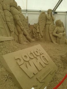 """""""Someone made these awesome sculptures at the beach."""" -- Click through for 4 amazing Doctor Who sand sculptures. I Am The Doctor, Doctor Who Art, Matt Smith, Dr Who, David Tennant, Bbc, Don't Blink, Sand Art, Torchwood"""