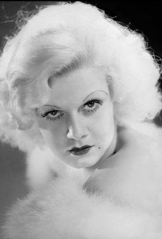 Dedicated to the original blonde bombshell Jean Harlow. Jean Harlow, Silent Film Stars, Movie Stars, Classic Hollywood, Old Hollywood, Hollywood Glamour, Marilyn Monroe, Baby Jeans, Fancy Hairstyles