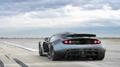 Hennessey Venom GT has been given a place in the Guinness record book as the world's fastest production car. Here you can see the car go from 0 to 300 km / h in 13.63 seconds.