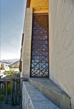 "Casa ""Rivera"" the door was designed inspired on the ""Virr Varr"" pattern designed for Formica in the 60's by swedish designer Sigvar Bernadotte. It's made on CNC cut 15 mm Plywood."