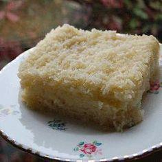 Dieser #Blechkuchen mit #Kokos und #Buttermilch ist total schnell gebacken und schmeckt unglaublich lecker! super für Einladungen. Das Rezept gibts auf Allrecipes Deutschland: http://de.allrecipes.com/rezept/8885/kokos-blechkuchen.aspx