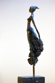 Loes Knoben ~ Woman from bark, 2010 (bronze) Human Sculpture, Sculptures Céramiques, Art Sculpture, Modern Sculpture, Abstract Sculpture, Ceramic Figures, Ceramic Art, Plastic Art, Cg Art