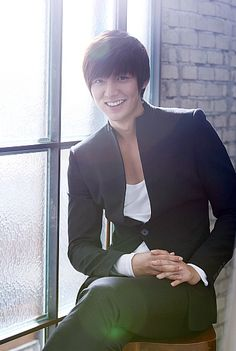 Lee Min Ho... men's casual style. Gorgeous smile!