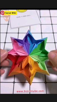 Paper Flowers Craft, Paper Crafts Origami, Paper Crafts For Kids, Diy Paper, Origami Paper Art, Diy Flowers, Paper Folding Crafts, Paper Roses, Kraft Paper