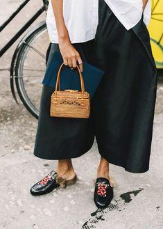 mini bag look com bolsa de palha tendência street slyle Saias d1e7febb01c