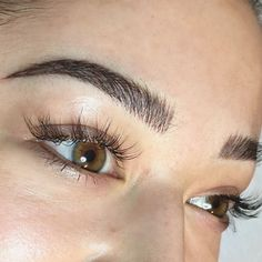 7 Makeup Tricks That Will Make You Look Wide Awake – microblading eyebrows Eyebrows Goals, Eyebrows On Fleek, Good Eyebrows, Thick Eyebrows, Eyebrow Makeup, Hair Makeup, Beauty Makeup, Makeup Eyes, Makeup Kit