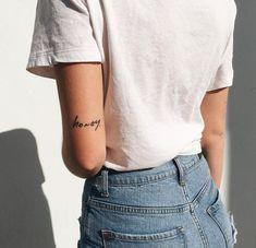 Words Tattoos: The most beautiful tattoos from just one word tatoo feminina - tattoo feminina delica Wörter Tattoos, Elbow Tattoos, Trendy Tattoos, Tatoos, Above Elbow Tattoo, Tattoo Ink, Quote Tattoos, Script Tattoos, Text Tattoo Arm