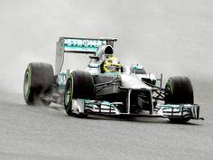Der Mercedes von Nico Rosberg ist nun etwas mehr silbern. (Foto: Toni Albir/dpa)