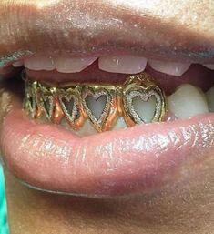 Hippie Jewelry, Cute Jewelry, Body Jewelry, Jewelry Accessories, Girl Grillz, Grills Teeth, Tooth Gem, Face Piercings, Gold Teeth