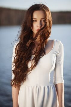 Wavy brown hair...