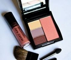 Mary Kay® Mini Compact with Lip gloss, easy way to refresh you Look through out the day. www.marykay.com/dpeters2013