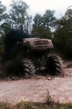 Beautiful chevy mud truck love it Jacked Up Trucks, Gm Trucks, Cool Trucks, Chevy Trucks, Mudding Trucks, Lifted Chevy, Chevy 4x4, Lifted Cars, Pickup Trucks