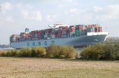 16:03 Uhr - Containerschiff COSCO HOPE    ist auf dem Weg zum Meer