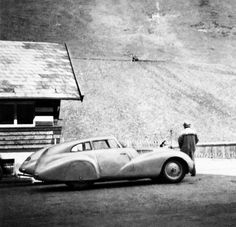 BMW 328 Mille Miglia cars scrutineering for the Italian Mille Miglia Grand Prix in Brescia, April 1940 Bmw Classic Cars, Classic Car Show, Lamborghini, Ferrari, Chrysler Convertible, Bmw 328, Bavarian Motor Works, Bmw Cars, Motor Car