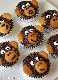 Monkey Cupcakes are such a cute dessert idea, you may not want to eat them! These delicious homemade chocolate cupcakes are made with chocolate sanding sugar and vanilla wafer ears! Perfect for a monkey themed birthday party! Cupcakes Au Cholocat, Monkey Cupcakes, Cupcake Cakes, Cupcakes Kids, Jungle Cupcakes, Party Cupcakes, Baking Cupcakes, Birthday Cupcakes, School Cupcakes